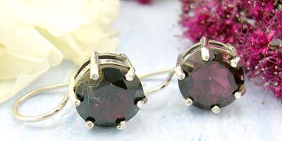 Online gift shopping of round red garnet design with sterling silver earring